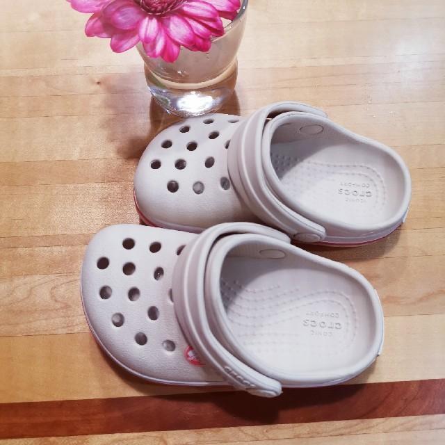 crocs(クロックス)のクロックス キッズ 白 C5  キッズ/ベビー/マタニティのベビー靴/シューズ(~14cm)(サンダル)の商品写真