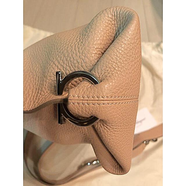 Salvatore Ferragamo(サルヴァトーレフェラガモ)のフェラガモ  ソフィア ベージュ 美品  レディースのバッグ(ハンドバッグ)の商品写真