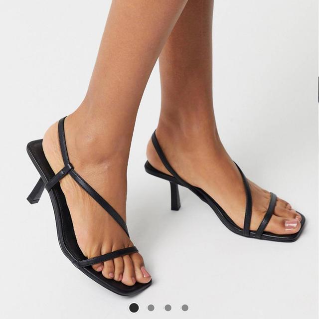 ZARA(ザラ)のスクエアトゥ ストラップ サンダル ミュール レディースの靴/シューズ(サンダル)の商品写真