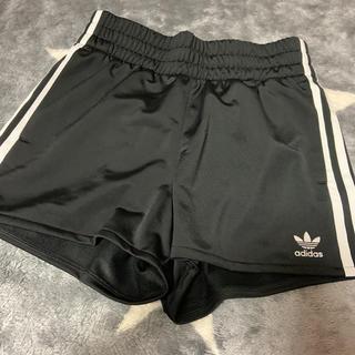 アディダス(adidas)のズボン ショートパンツ(ショートパンツ)