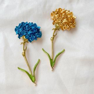 ヴィヴィアンウエストウッド(Vivienne Westwood)のマリーゴールド ブローチ 黄色 空色 2色セット 一輪花 一年草 コサージュ(ブローチ/コサージュ)