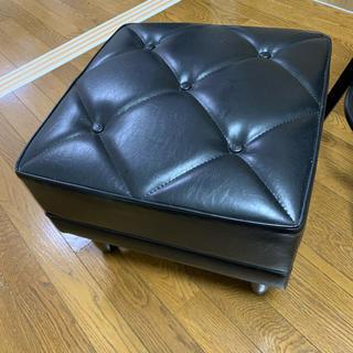 カリモクカグ(カリモク家具)の【1点のみ】カリモク60  オットマン ブラック 定価の約15%オフ❗️(オットマン)