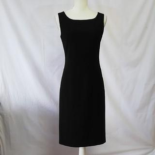 23区 - 美品23区美シルエットのシンプルな黒いワンピース、サイズ38、M。