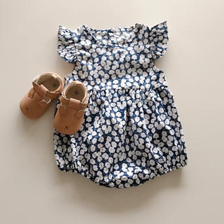 Caramel baby&child  - ビンテージフラワーロンパース ブルー70
