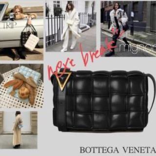 Bottega Veneta - 《即納》パデットカセット ショルダーバッグ 本革 ブラック