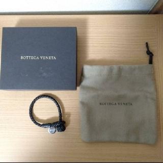 ボッテガヴェネタ(Bottega Veneta)の ボッテガ・ヴェネタ イントレチャートコード ナッパラムレザーブレスレット(ブレスレット)