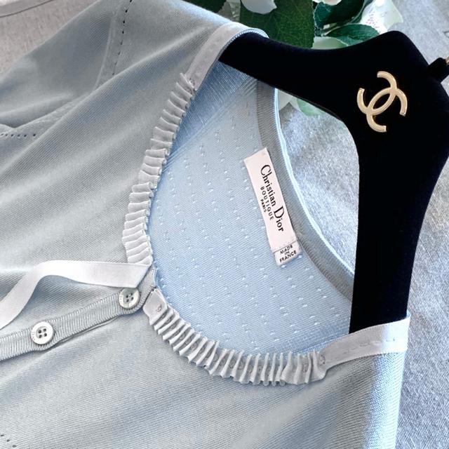 Christian Dior(クリスチャンディオール)の新品同様‼️Christian Dior ビジュー付きシルク100%カーディガン レディースのトップス(カーディガン)の商品写真