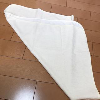 ニシマツヤ(西松屋)のおねしょシーツ 薄い黄色(シーツ/カバー)