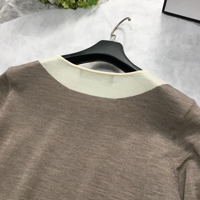 FOXEY(フォクシー)の美品 フォクシー FOXEY 襟付き ロゴ トップス ニット セーター レディースのトップス(ニット/セーター)の商品写真