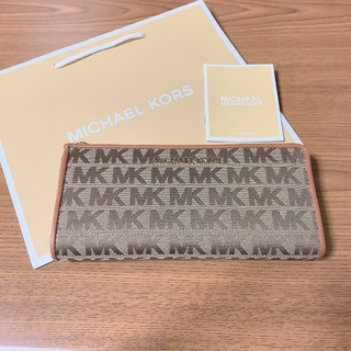 マイケルコース(Michael Kors)の最新モデル 新品 マイケルコース ロゴ 長財布 ベージュ(財布)