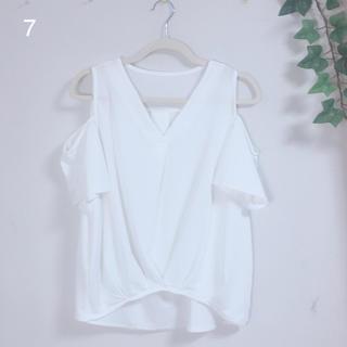 セシルマクビー(CECIL McBEE)の7 白 肩出し ブラウス トップス CECIL Mc BEE(シャツ/ブラウス(半袖/袖なし))
