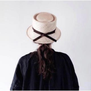 ネストローブ(nest Robe)のベルレッタ マープルクロッシュ Mサイズ 黒リボン 箱付き 麦わら帽子(麦わら帽子/ストローハット)
