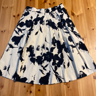 ザラ(ZARA)のZARAスカート(ひざ丈スカート)