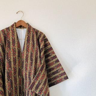 羽織コーデ 着物 総柄 羽織 陣羽織 パターン 派手 和柄 個性派 アート(ブルゾン)