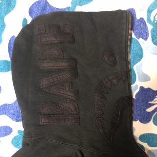 アベイシングエイプ(A BATHING APE)のAPE bountyhunter コラボ シャークパーカー 黒XL(パーカー)