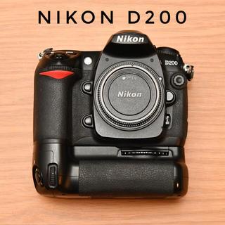 ニコン(Nikon)のNikon D200 ボディ + MB-D200 (デジタル一眼)