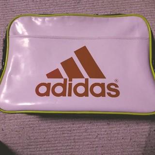アディダス(adidas)のアディダス エナメルバッグ(ショルダーバッグ)