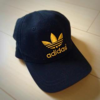 アディダス(adidas)のアディダスキャップ・ロゴゴールド♡(キャップ)