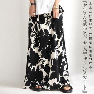 アンティカ(antiqua)のアンティカ 花柄 ロングスカート ブラック系(ロングスカート)