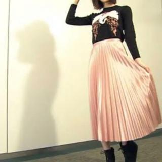 ザラ(ZARA)のZARA 光沢ピンク プリーツスカート(ロングスカート)