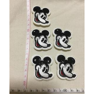 ディズニー(Disney)の【デットストック】ディズニー ミッキーマウス顔のアップリケ5個セット!(各種パーツ)