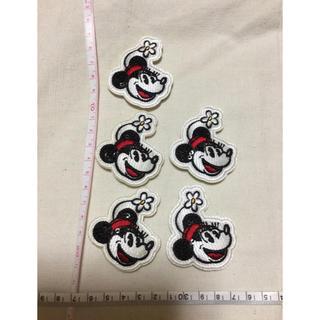 ディズニー(Disney)の【デットストック】ディズニー ミニーマウス顔のアップリケ5個セット!(各種パーツ)