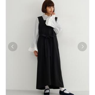 メルロー(merlot)のMERLOT ウエストリボンジャンパースカート未使用(ロングワンピース/マキシワンピース)