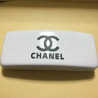 CHANEL - 2個のみ!新品 エナメルメガネケース ホワイト
