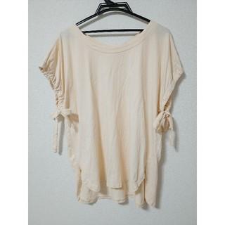 フェリシモ(FELISSIMO)のEeM サイドリボン Tシャツ カットソー トップス チュニック 大きいサイズ(Tシャツ(半袖/袖なし))