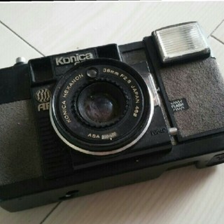 コニカミノルタ(KONICA MINOLTA)のレトロフィルムカメラ。(フィルムカメラ)