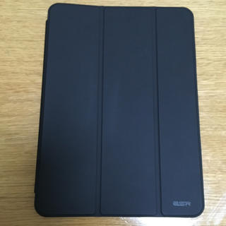 iPad Pro11インチ 2018年モデルの保護ケース(黒) ESR(iPadケース)
