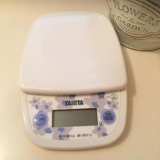 タニタ(TANITA)のタニタのキッチンスケール‼️(収納/キッチン雑貨)