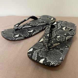 雪駄 蛇柄 合皮 鼻緒裏にベロア生地で靴擦れ防止 新品もやや難あり(下駄/草履)