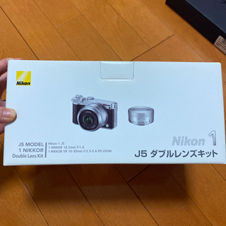 ニコン(Nikon)の【美品】Nikon 1 J5 ダブルレンズキット 【予備バッテリー付き】(ミラーレス一眼)