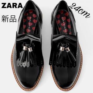 ザラ(ZARA)のZARA 24cm 新品 エナメル プラットフォーム ローファー タッセル 黒(ローファー/革靴)