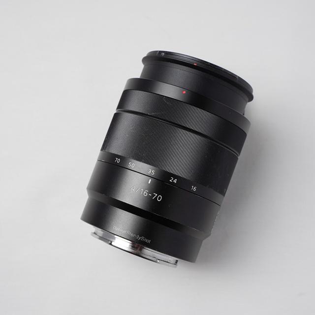 SONY(ソニー)の【SONY】E 16-70mm F4 ZA OSS SEL1670Z スマホ/家電/カメラのカメラ(レンズ(ズーム))の商品写真