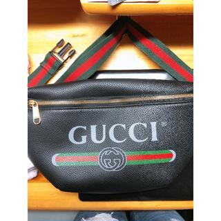 グッチ(Gucci)のGUCCI ボディーバッグ(ボディーバッグ)