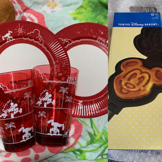 ディズニー(Disney)のディズニーリゾート ミッキーワッフルメーカーとパークフードプレートとタンブラー(調理道具/製菓道具)