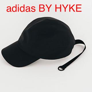 ハイク(HYKE)の【ブラック】 adidas BY HYKE CAP Black(キャップ)