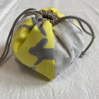 ミナペルホネン(mina perhonen)のハンドメイド ミナペルホネン  小さなぽんぽん巾着 チェック&ストライプ (ポーチ)