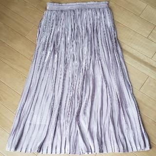 プチプラあやさんのサテンプリーツスカート