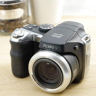 フジフイルム(富士フイルム)の超望遠デジタルカメラ!写真をスマホへ転送★フジフィルムFinePix s8000(コンパクトデジタルカメラ)