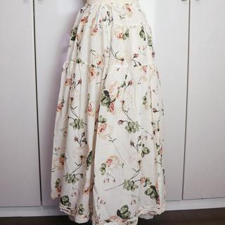 カネコイサオ(KANEKO ISAO)のWONDERFUL WORLD  綿ローン バラプリントのティアードスカート(ロングスカート)