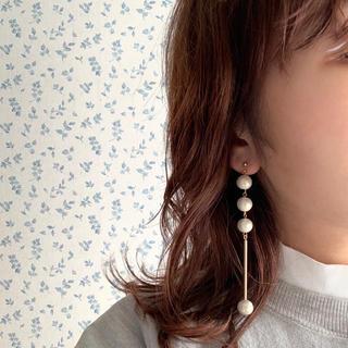 ビューティアンドユースユナイテッドアローズ(BEAUTY&YOUTH UNITED ARROWS)の再∞販 pearl × metal long pierce white(ピアス)