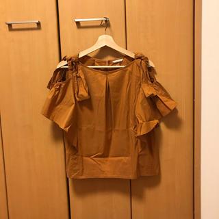 アウィーエフ(AuieF)のGready Brilliant購入Auief肩空き半袖シャツ アウィーエフ(シャツ/ブラウス(半袖/袖なし))