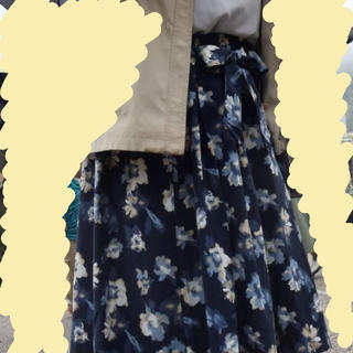 ハニーズ(HONEYS)のハニーズ 花柄スカート ネイビー(ひざ丈スカート)