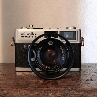 コニカミノルタ(KONICA MINOLTA)のコニカミノルタ HI-MATIC E f1.7 レンズ付 フード付(フィルムカメラ)