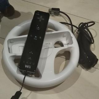 ウィー(Wii)のハンドル、黒リモコン、ヌンチャクセット(家庭用ゲーム機本体)