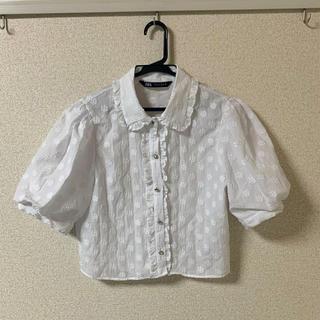 ザラ(ZARA)のZARA パフスリーブ フリル襟トップス 白(シャツ/ブラウス(半袖/袖なし))