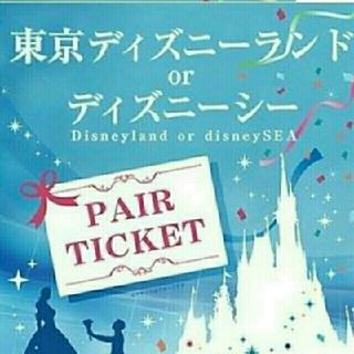 ディズニー(Disney)のDisneyペアチケット×2  大人4人分(遊園地/テーマパーク)